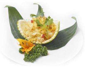 ソムオーと揚げシラスのフルーツサラダ